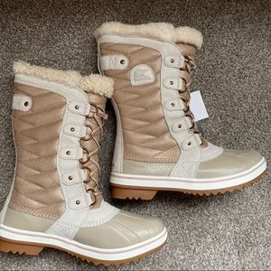 Tofino II Lux Boot in Natural Tan Sorel bo…